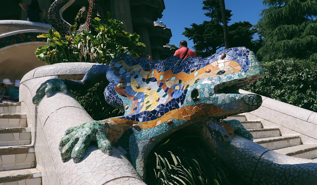 mosaic lizard at park guell