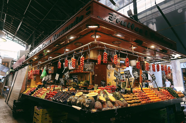 food stall at la boqueria, barcelona