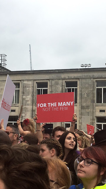 for the many, not the few placard - Southampton Guildhall jeremy corbyn rally